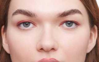 Огненное шоу: макияж с красными стрелками